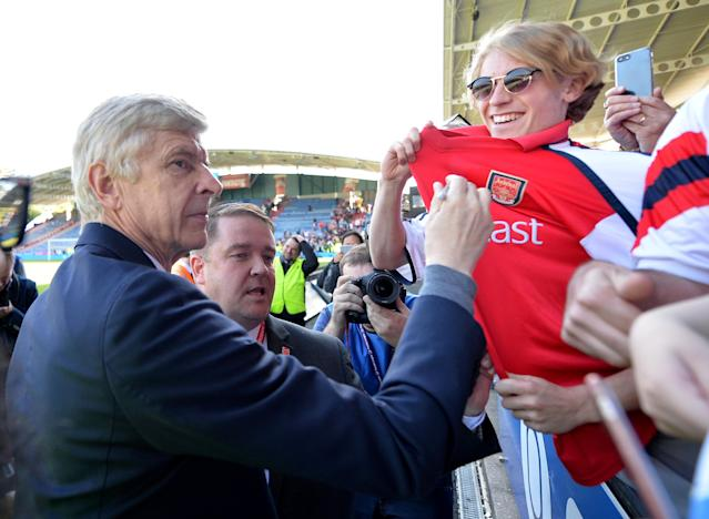 "Soccer Football - Premier League - Huddersfield Town vs Arsenal - John Smith's Stadium, Huddersfield, Britain - May 13, 2018 Arsenal manager Arsene Wenger signs an autograph for a fan after the match REUTERS/Peter Powell EDITORIAL USE ONLY. No use with unauthorized audio, video, data, fixture lists, club/league logos or ""live"" services. Online in-match use limited to 75 images, no video emulation. No use in betting, games or single club/league/player publications. Please contact your account representative for further details."