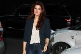 Twinkle Khanna takes a dig at Baadshah review appreciating her 'navel performance'
