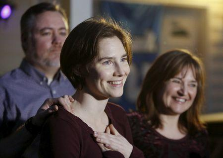 Amanda Knox talks to the press surrounded by family outside her mother's home in Seattle, Washington March 27, 2015. REUTERS/Jason Redmond
