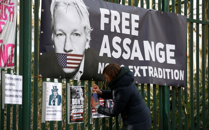FILE PHOTO: Hearing to decide whether Assange should be extradited to U.S. in London