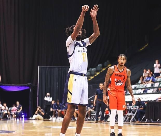 Marlon Johnson of the Edmonton Stingers converted two free throwsto hit the 87-point Elam Ending target and bring the game to an end. (@CEBLeague/Twitter - image credit)