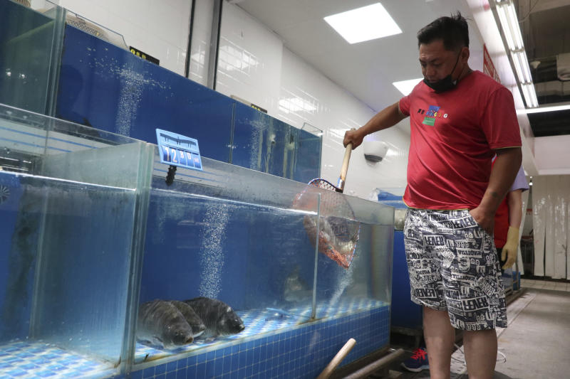 Few fish are seen at a supermarket near Xinfadi Wholesale Market in Beijing. Source: AAP