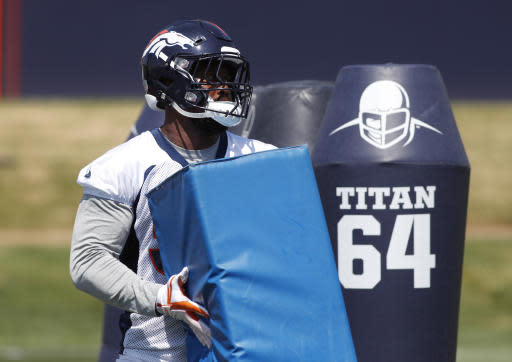 Denver Broncos linebacker Von Miller takes part in drills during practice at the NFL football team's headquarters Tuesday, June 12, 2018, in Englewood, Colo. (AP Photo/David Zalubowski)