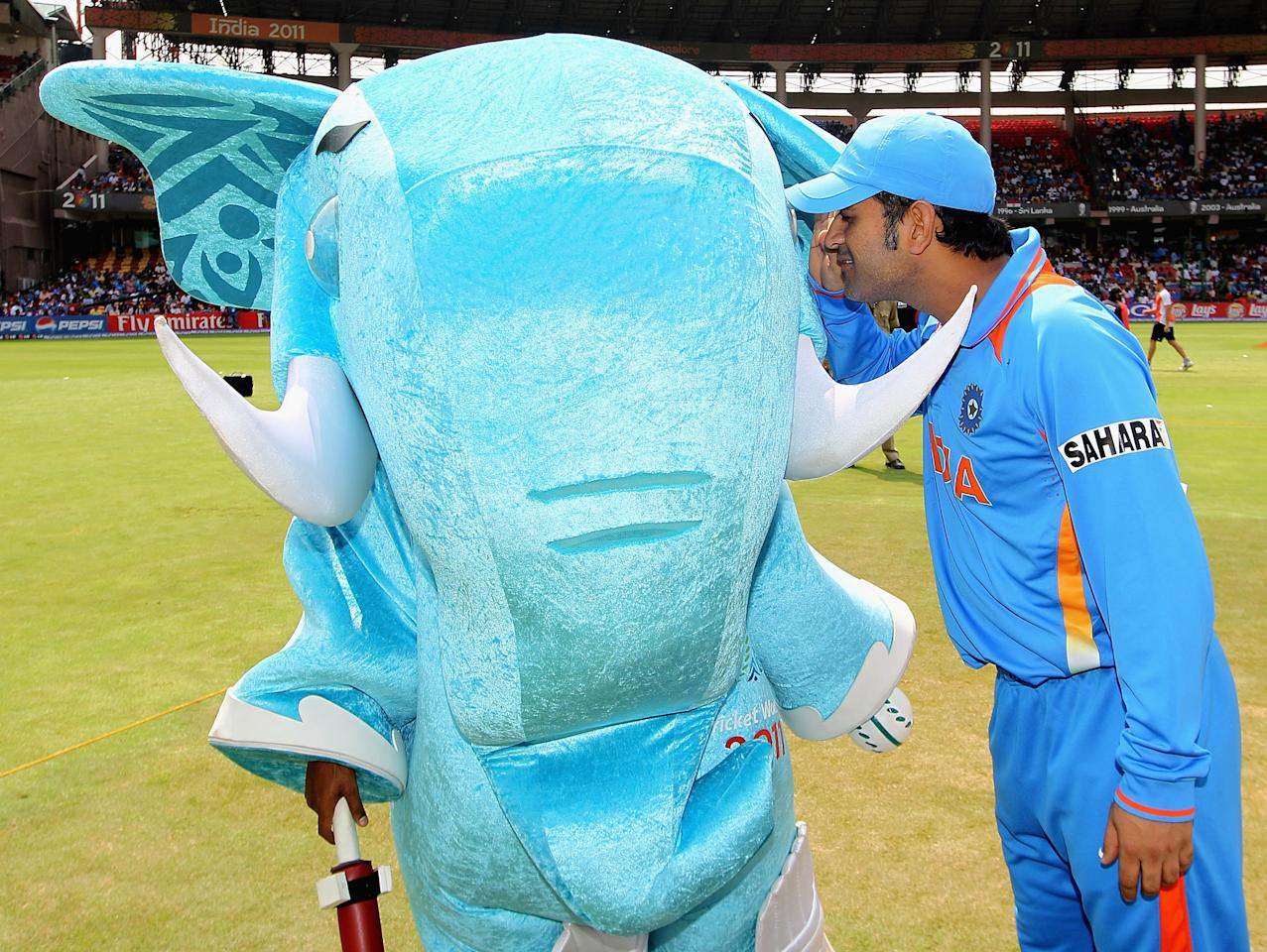 BANGALORE, INDIA - FEBRUARY 27:  MS Dhoni of India gets a closer look at the mascot 'Stumpy' ahead of the 2011 ICC World Cup Group B match between India and England at M. Chinnaswamy Stadium on February 27, 2011 in Bangalore, India.  (Photo by Hamish Blair/Getty Images)