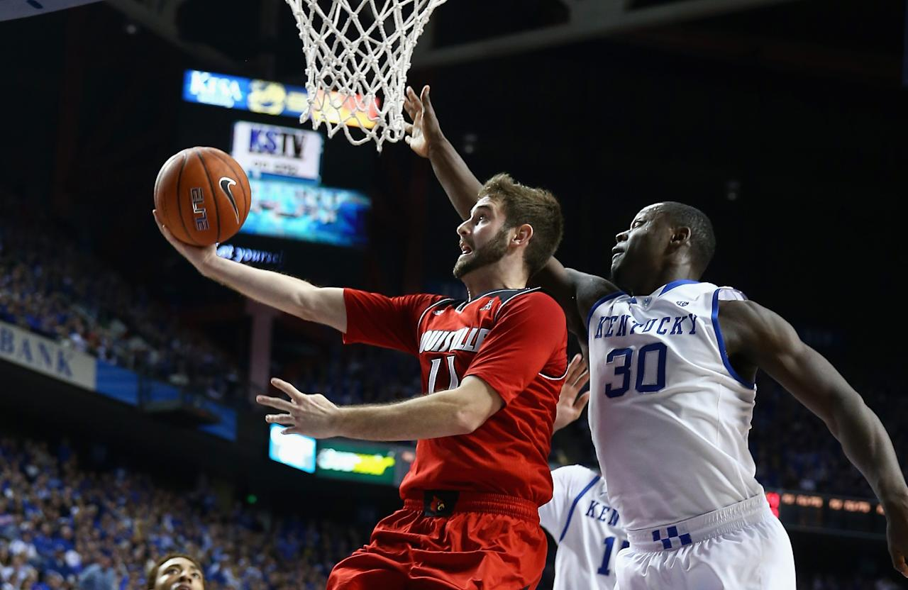 LEXINGTON, KY - DECEMBER 28: Luke Hancock #11 of the Louisville Cardinals shoots the ball while defended by Julius Randle #30 of the Kentucky Wildcats during the game at Rupp Arena on December 28, 2013 in Lexington, Kentucky. (Photo by Andy Lyons/Getty Images)