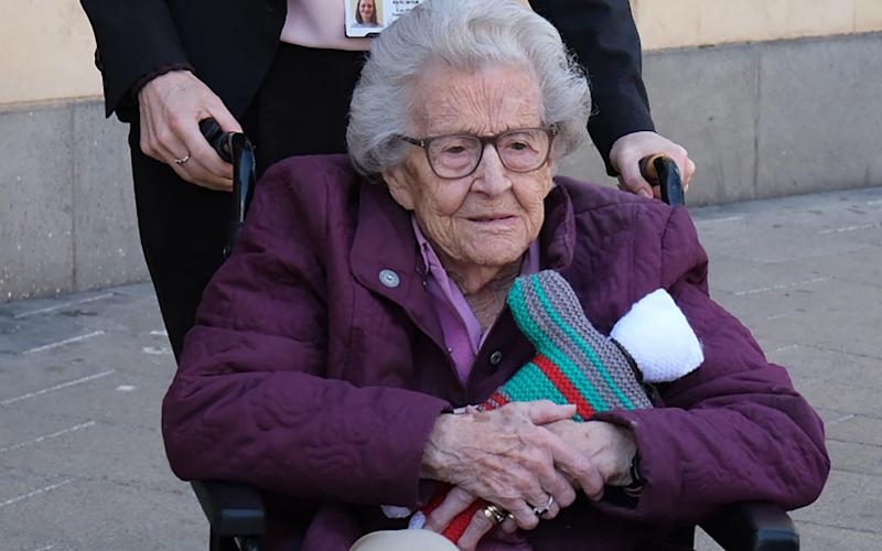 101-year-old 'Liz' Zettl  - INS News Agency Ltd