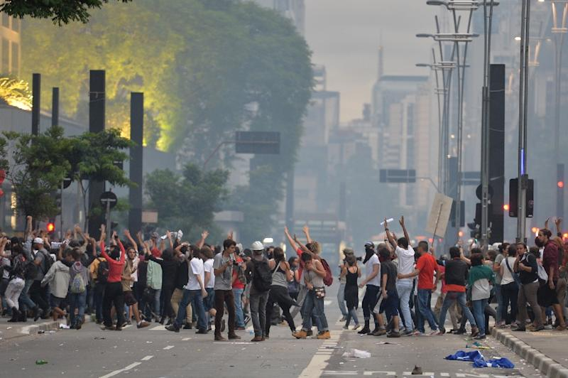 Students clash with police during a protest against the rise of transport fares in Sao Paulo, Brazil on January 12, 2016 (AFP Photo/Nelson Almeida)
