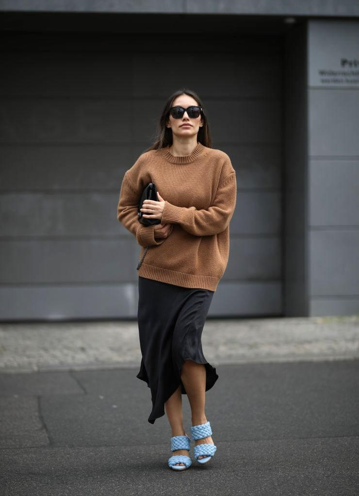 """<h1 class=""""title"""">Street Style - Berlin - June 28, 2020</h1> <div class=""""caption""""> Men's sweaters are almost always roomier and more modern-looking. </div> <cite class=""""credit"""">Jeremy Moeller</cite>"""