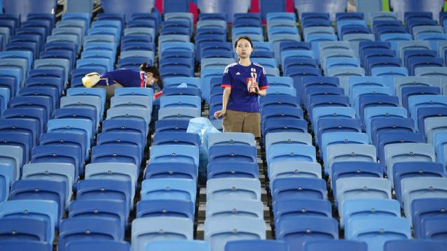 Japanese fans clean up the stadium after their 2014 World Cup Group C soccer match against Japan and Greece at the Dunas arena in Natal June 19, 2014. REUTERS/Toru Hanai (BRAZIL - Tags: SPORT SOCCER WORLD CUP)