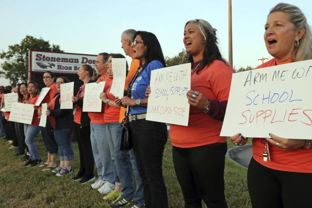 <p>Marjory Stoneman Douglas teachers demonstrate in front of the school on Friday, April 20, 2018 in Parkland, Fla. (Photo: Amy Beth Bennett/South Florida Sun-Sentinel via AP) </p>