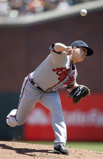 Atlanta Braves starting pitcher Kris Medlen throws to the San Francisco Giants during the first inning of a baseball game in San Francisco, Sunday, May 12, 2013. (AP Photo/Tony Avelar)