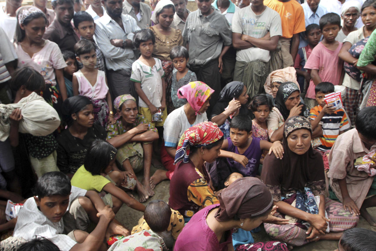 Muslim refugees gather at Thechaung camp refugee camp upon arrival in Sittwe, Rakhine State, western Myanmar, Sunday, Oct. 28, 2012. Boats carrying some of those fleeing arrived outside the state capital, Sittwe. They trudged to the nearby Thechaung camp, a place already home to thousands of Rohingya Muslims who took refuge there after a previous wave of violence in June. (AP Photo/Khin Maung Win)