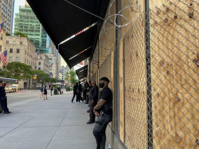 Saks shields flagship New York store with razor wire, security ...