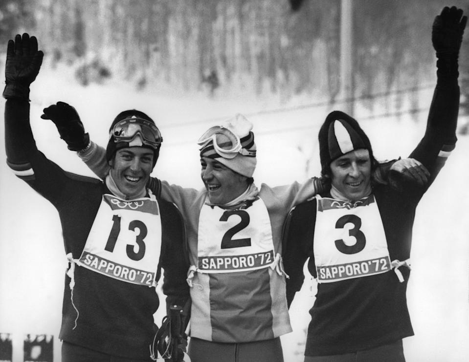 Francisco Fernandez Ochoa, Gustavo Thoeni e Roland Thoeni nel 1972 a Sapporo. (Photo GEORGES BENDRIHEM/AFP via Getty Images)