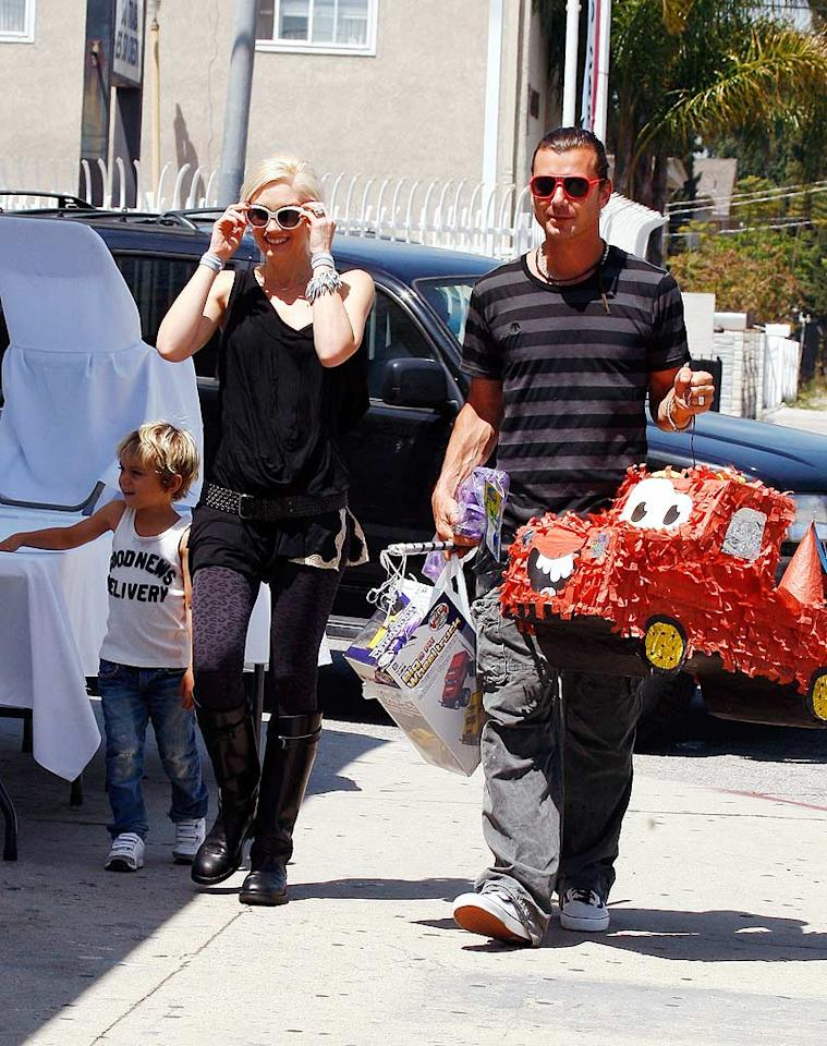 """What a fun family! Rocker parents Gwen Stefani and Gavin Rossdale picked up a pintata and other toys while out with their son, Kingston, in Studio City, California. Walsh-Rafa/<a href=""""http://www.x17online.com"""" target=""""new"""">X17 Online</a> - April 25, 2010"""