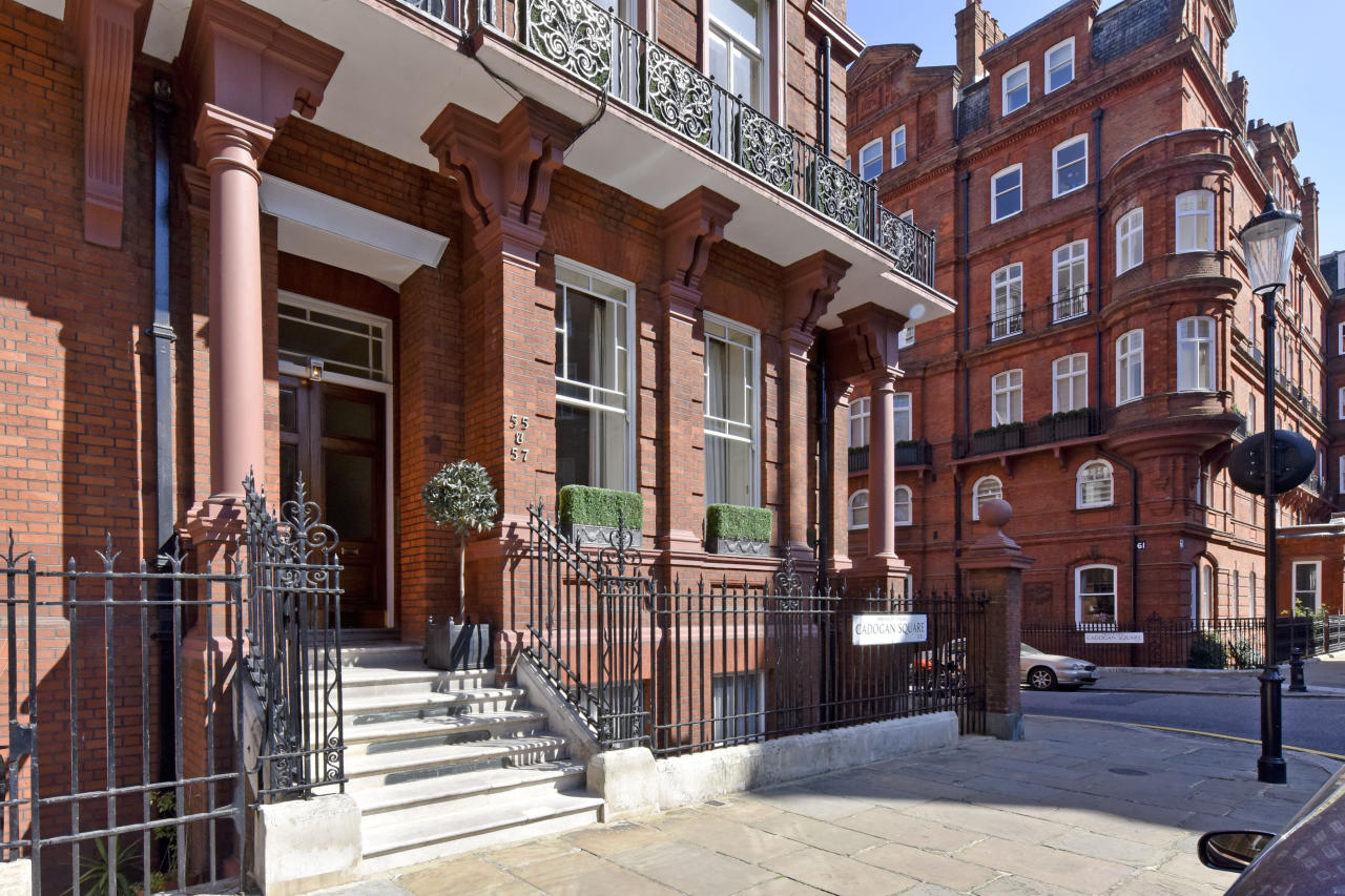 <p>The super wealthy Omani sheikh bought this five-bed apartment for £17 million for his family on the super exclusive Cadogan Square in central London. </p>