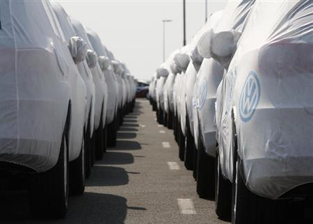 New cars of several brands of German carmaker Volkswagen AG are covered with protective covers before they are loaded for export on a transport ship at the harbour of the Volkswagen plant in Emden April 24, 2009. REUTERS/Christian Charisius
