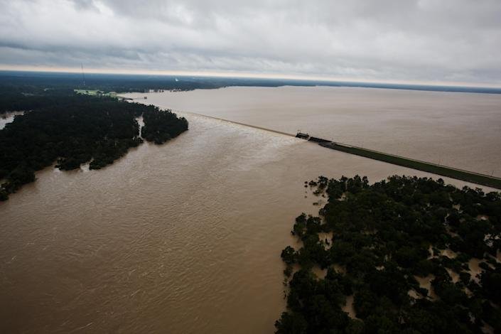 <p>An aerial view of Lake Houston's spillway in Houston, Texas, on Aug. 29, 2017. (Photo: Marcus Yam / Los Angeles Times via Getty Images) </p>