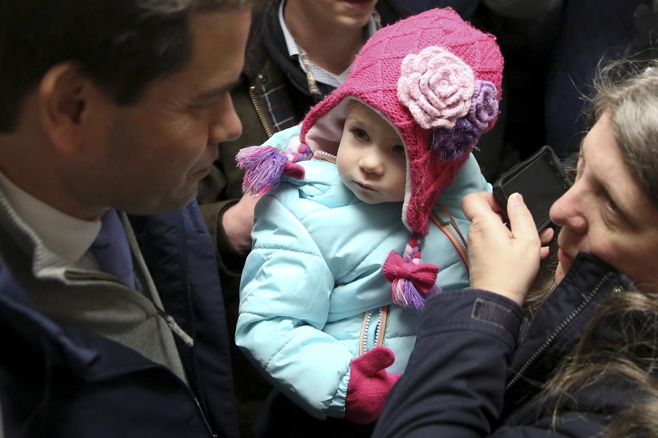 <p>U.S. republican presidential candidate Marco Rubio greets supporters during presidential primary voting day, in Bedford, New Hampshire, February 9, 2016. <i>(Photo: Carlo Allegri/Reuters)</i></p>