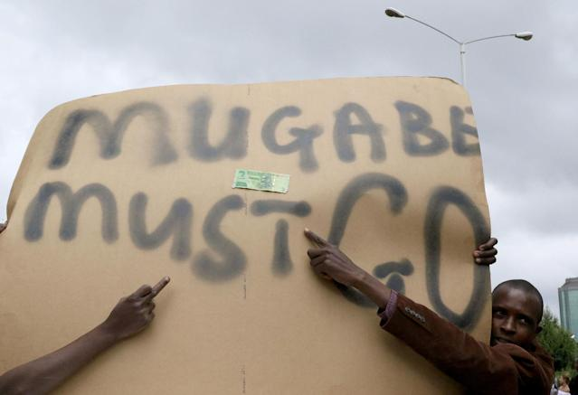 <p>Protesters calling for Zimbabwean President Robert Mugabe to step down take to the streets in Harare, Zimbabwe, Nov. 18, 2017. (Photo: Philimon Bulawayo/Reuters) </p>