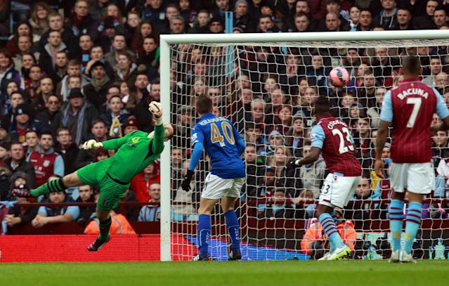 Aston Villa's Irish goalkeeper Shay Given (left) reaches to make a save during the FA Cup fifth round match between Aston Villa and Leicester City at Villa Park in Birmingham on February 15, 2015 (AFP Photo/Sean Dempsey)