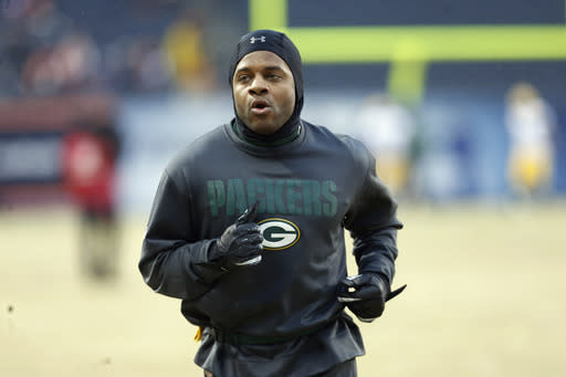 Green Bay Packers wide receiver Randall Cobb warms up before an NFL football game against the Chicago Bears, Sunday, Dec. 29, 2013, in Chicago. (AP Photo/Charles Rex Arbogast)