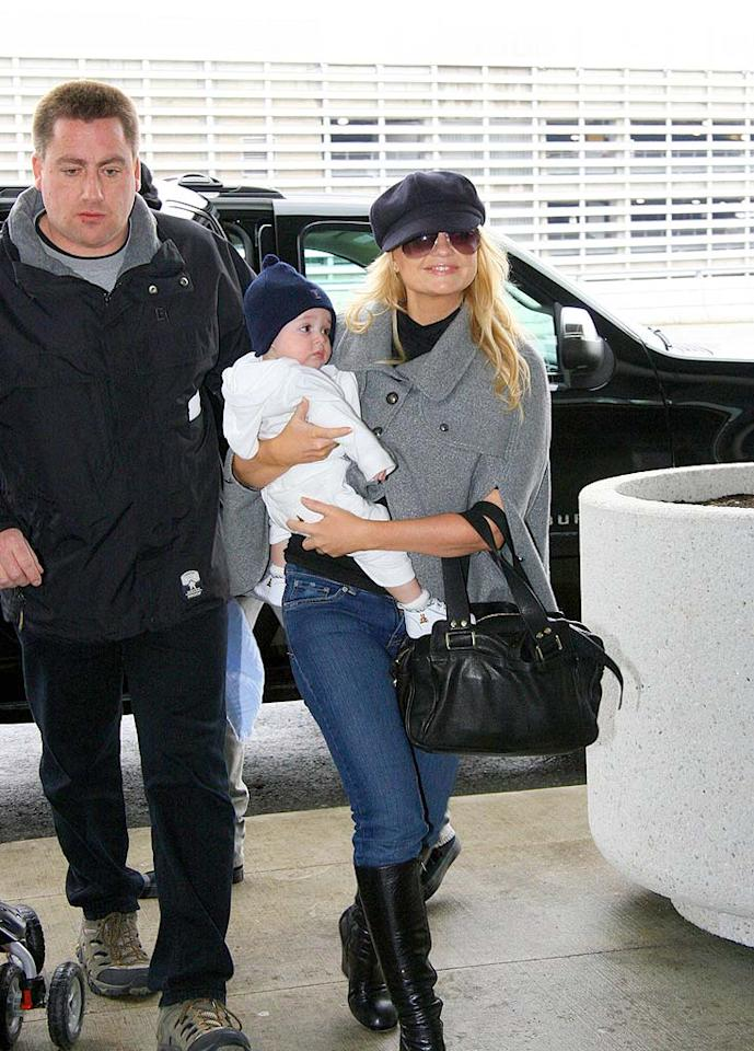 "Baby Spice Emma Bunton and her six-month-old son Beau look ready to fly. Mum's sporting a comfortable pullover and jeans, while baby keeps warm with a cute beanie. O'Neill/White/<a href=""http://www.infdaily.com"" target=""new"">INFDaily.com</a> - February 5, 2008"