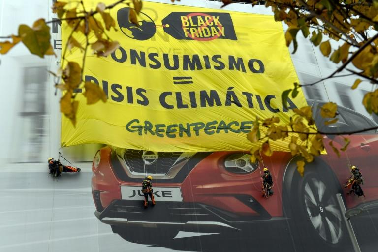 Militantes do Greenpeace em Madri