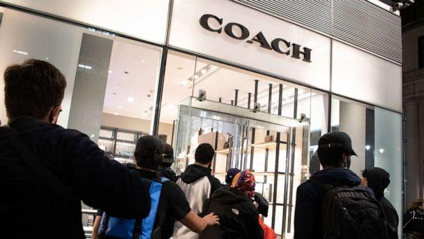 PHOTO: A group of people looting a Coach store in Manhattans 5th avenue after an anti police brutality march, May 31, 2020. (SOPA Images/LightRocket via Getty Images )
