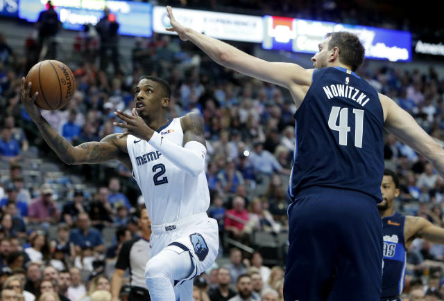 "Point guard <a class=""link rapid-noclick-resp"" href=""/nba/players/5480/"" data-ylk=""slk:Delon Wright"">Delon Wright</a> will add more depth to the Mavericks' backcourt. (AP)"