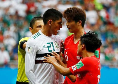 Soccer Football - World Cup - Group F - South Korea vs Mexico - Rostov Arena, Rostov-on-Don, Russia - June 23, 2018 Mexico's Edson Alvarez clashes with South Korea's Ki Sung-yueng REUTERS/Jason Cairnduff