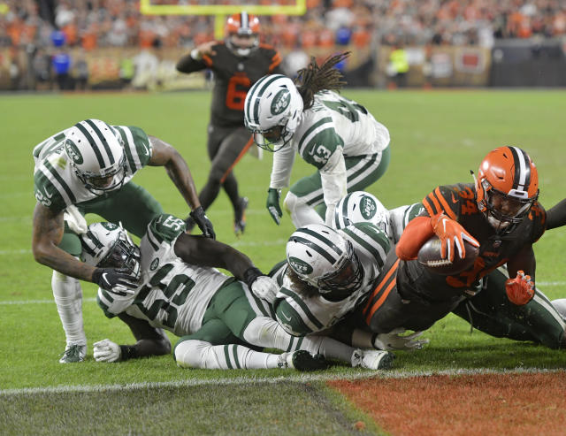 Cleveland Browns running back Carlos Hyde (34) rushes for a 1-yard touchdown during the second half of an NFL football game against the New York Jets, Thursday, Sept. 20, 2018, in Cleveland. (AP Photo/David Richard)