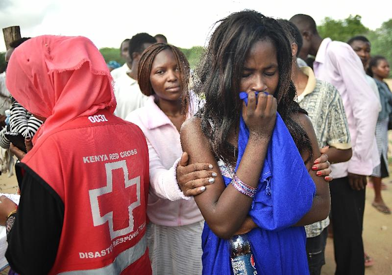 Students evacuated from Moi University during a terrorist seige gather together in Garissa on April 3, 2015 (AFP Photo/Carl de Souza)
