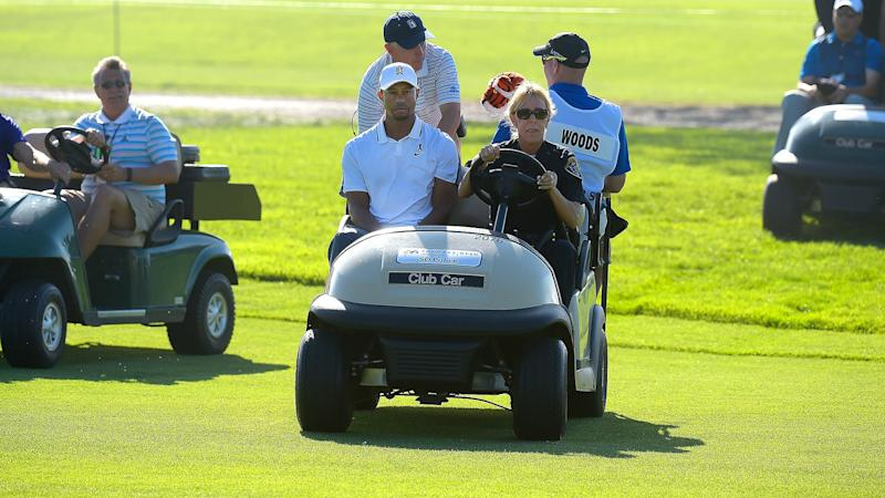 Tiger gives a proper farewell to long-time security officer at Torrey