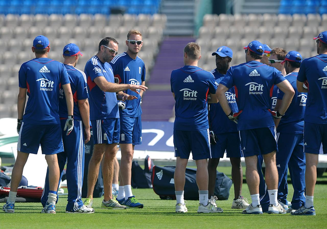 SOUTHAMPTON, ENGLAND - AUGUST 27: England fielding coach Richard Halsall (3rd R) talks to the players during the England Nets Session at The Ageas Bowl on August 27, 2013 in Southampton, England. (Photo by Charlie Crowhurst/Getty Images)