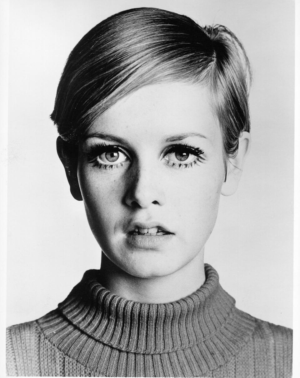 Black and white portrait of model Twiggy