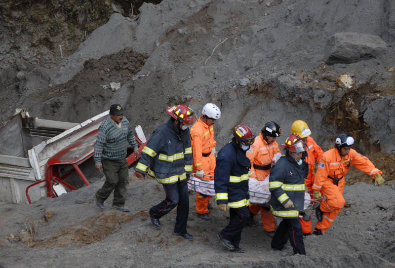 Rescue workers carry away the body of a person who was buried in a sand mine during an earthquake in San Marcos, Guatemala, Thursday, Nov. 8, 2012.  A magnitude 7.4 earthquake struck on Wednesday, killing at least 52 people and leaving dozens more missing. (AP Photo/El Periodico de Guatemala, Alex Cruz)