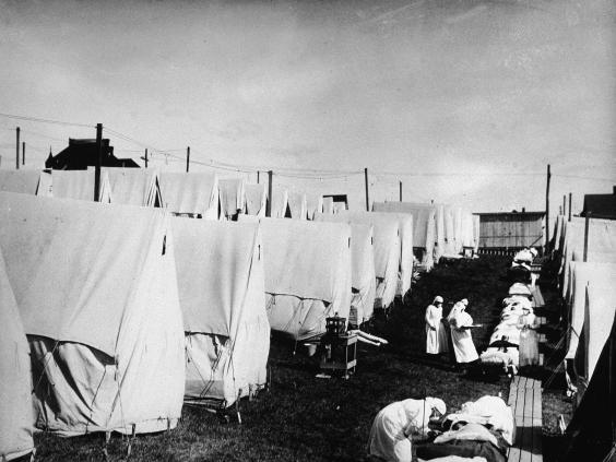 Spanish flu victims receive outdoor fresh air treatment in Lawrence, Massachusetts, US, 1918. (Hulton Archive/Getty Images)