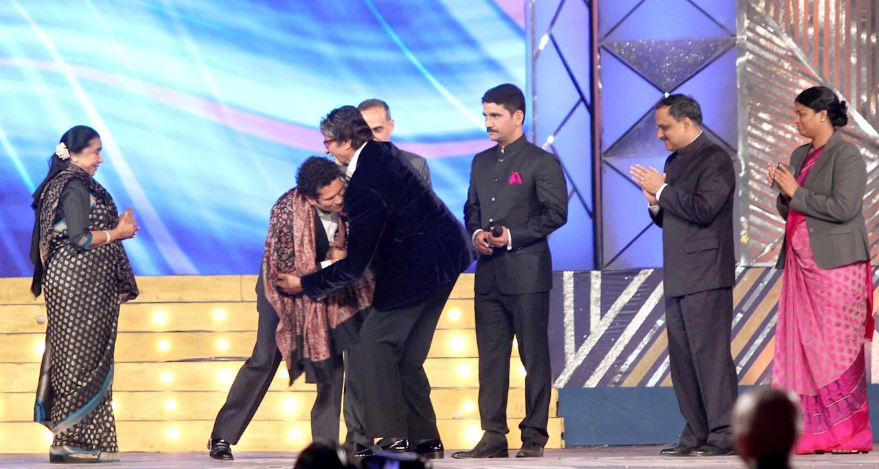 Sachin Tendulkar with actor Amitabh Bachchan at the 2014 Umang Police Show in Mumbai, January 20, 2014.