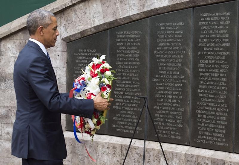 US President Barack Obama lays a wreath at the Memorial Park in Nairobi on July 25, 2015, commemorating the August 7, 1998 bombing of the US Embassy, which killed more than 218 Americans and Kenyans, and injured more than 5,000 people (AFP Photo/Saul Loeb)