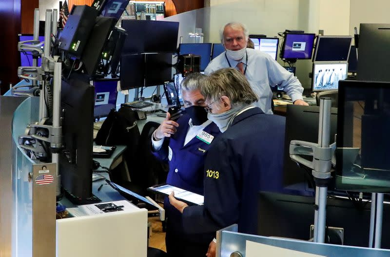 S&P 500, Dow edge higher as Gilead data offsets virus concerns