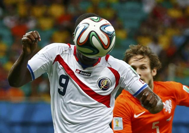 Costa Rica's Joel Campbell heads the ball during their 2014 World Cup quarter-finals against the Netherlands at the Fonte Nova arena in Salvador July 5, 2014. REUTERS/Michael Dalder (BRAZIL - Tags: SOCCER SPORT WORLD CUP TPX IMAGES OF THE DAY)