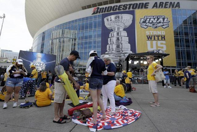 Nashville Predator fans prepare to watch Game 3 outside Bridgestone Arena. (AP)