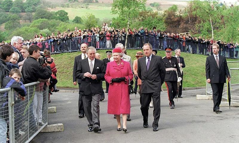 Queen Elizabeth visits Aberfan in 1997 | Tim Graham Picture Library/Getty