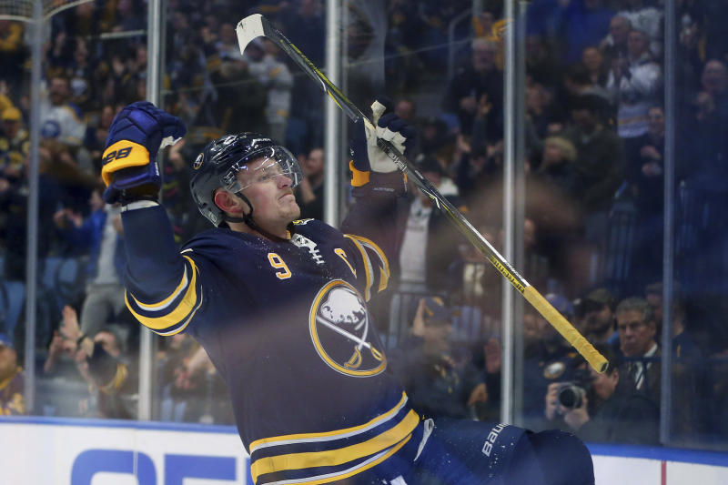 Eichel's end-to-end rush sparks Buffalo's 4-2 win over Vegas