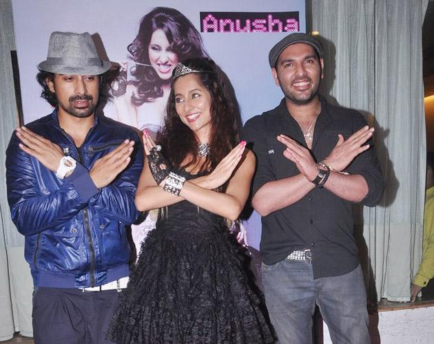 Anusha strikes a pose with Yuvraj