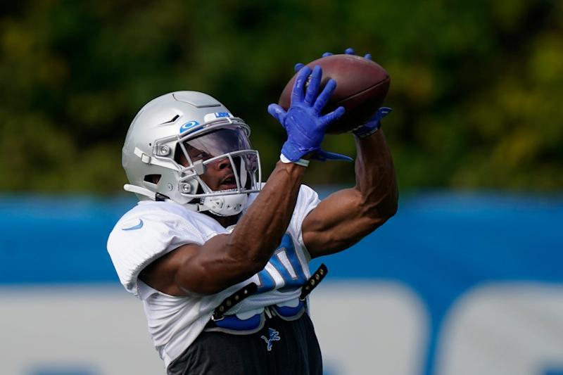 Detroit Lions cornerback Darryl Roberts catches during drills at practice, Tuesday, Sept. 1, 2020, in Allen Park.
