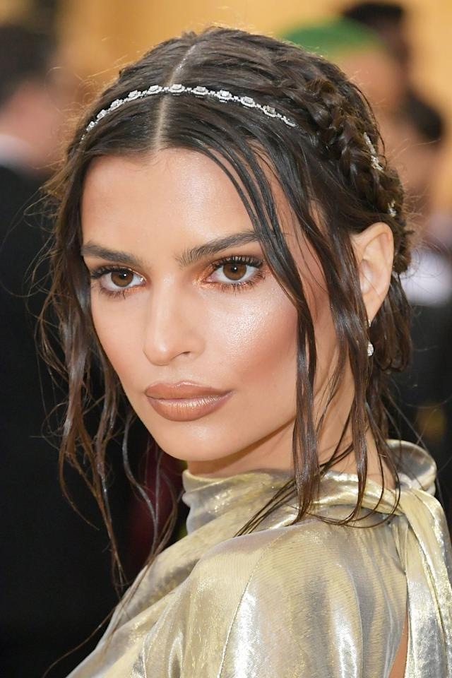 <p>Emily Ratajkowski giving golden goddess vibes with her crown braid coupled with face-framing layers and a dainty headband for an extra ethereal effect. </p>