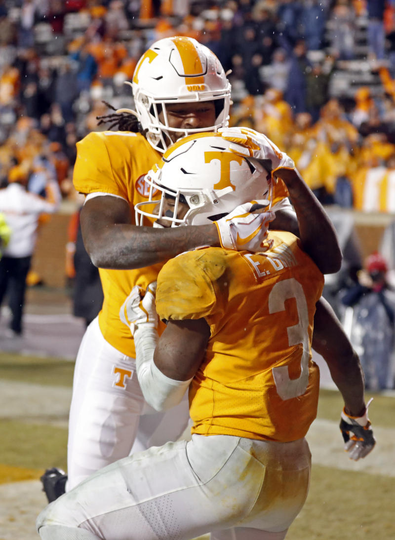 Gray's big day helps Tennessee trounce Vandy 28-10