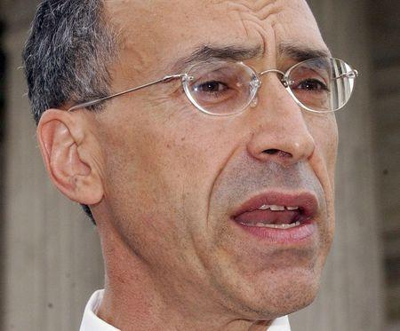 Attorney Seth Waxman speaks in front of the U.S. Supreme Court in Washington in this September 8, 2003 file photo. REUTERS/Stefan Zaklin/Files